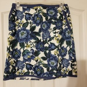 Floral print skirt with pockets and piping detail